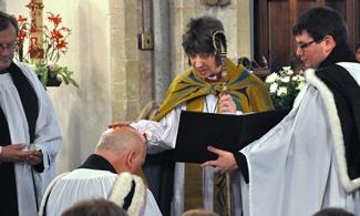 The installation by Bishop Rachel